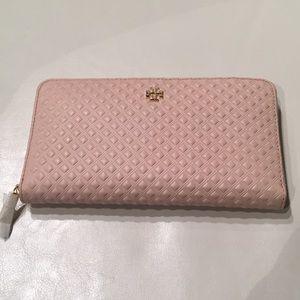 NWOT Tory Burch Embossed Multi-Gusseted wallet